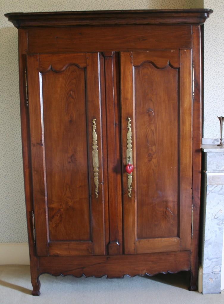 Lot n 174 armoire en bois naturel - Armoire bois naturel ...
